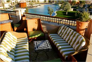 Bo i Hurghada i lyxlägenhet med privat trädgård och egen pool