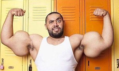"""Egyptens """"Karl-Alfred"""" rekordnoterar världens största biceps."""
